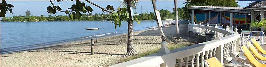 Strand des Turtle beach Resorts auf Tobago