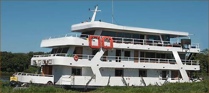 pantanal reise mit wohnen auf einem hausboot um jaguare zu beobachten. Black Bedroom Furniture Sets. Home Design Ideas