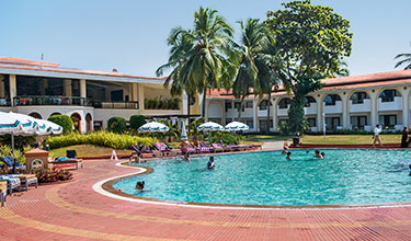 Poolanlage des Holiday Inn Hotels in Goa
